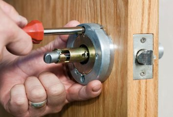 Lock rekey locksmith Melbourne